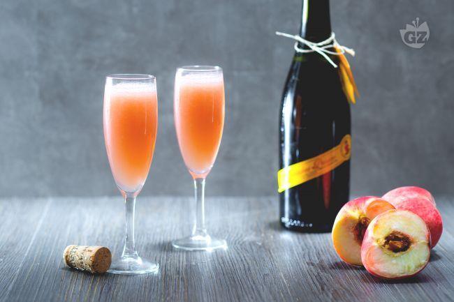 Il cocktail Bellini, ideato da Giuseppe Cipriani, è un long drink a base Prosecco e purea di pesche in omaggio al pittore Giovanni Bellini.
