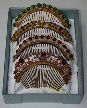 Comb, Western European, 19th century, Gilded metal, glass pearls and green paste stones, 10.4 x 16.9 x 3.4 cm (4 1/8 x 6 5/8 x 1 5/16 in.), The Elizabeth Day McCormick Collection, 43.2239