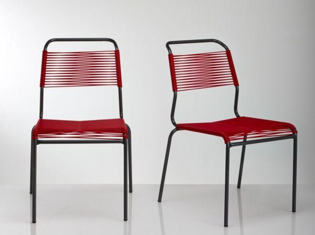Coup de cœur pour ce duo de chaises qui ose revêtir une couleur vive (le rouge) et un matériau aussi surprenant qu'amusant : le fil scoubidou. Petits et grands vont l'adorer ! Set de deux chaises de jardin tressage scoubidou, L 42 x H 80 x P 60 cm, 119 €, La Redoute