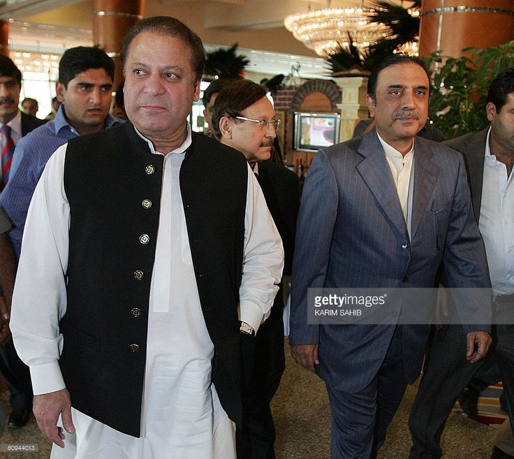 Pakistan Peoples' Party (PPP) leader Asif Ali Zardari (R) and former premier Nawaz Sharif take a break after a round of talks in Dubai on May 1, 2008. Sharif said on their second day of talks that he would not budge an inch from his demand for the reinstatement of judges removed by President Pervez Musharraf.
