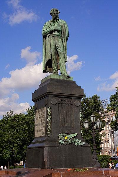 La statue de Pouchkine sur la place, par Alexandre Opékouchine (1880) - Moscou