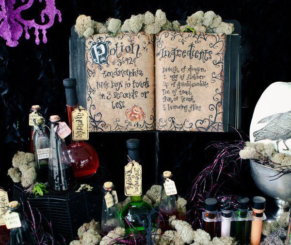 :): Halloween Parties, Halloween Decor, Books Display, Party'S, Hocus Pocus, Spelling Books, Halloween Tables, Halloween Ideas, Tables Decor