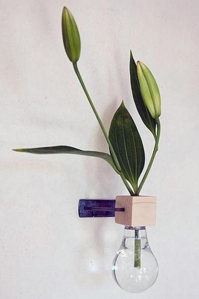 Настенная ваза из лампочки