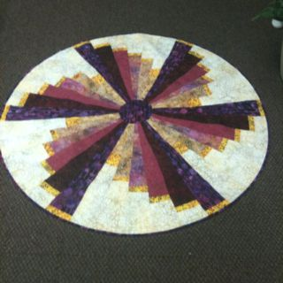 My round quilt from 39 quilts without corners 39 by cheryl for Round table runner quilt pattern