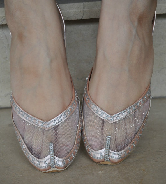 Embroidered shoes in silver and pink
