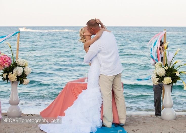 Beach wedding. Boca by Design. NeoArt Photography