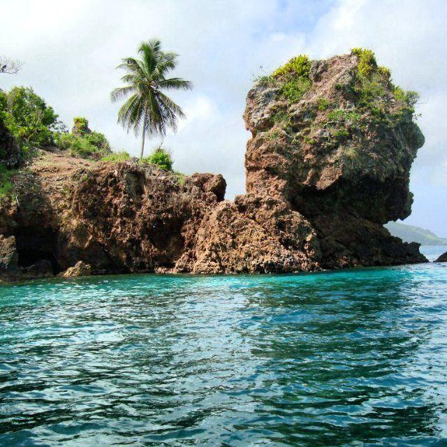 """Cuenta la leyenda que el pirata """"Morgan"""" guardaba sus tesoros, al igual que los que le robaba a los españoles, pero hasta el día de hoy no se han logrado encontrar, algunos dicen que es posible que cuando se seque el agua dulce que se encuentra allí los tesoros salgan. #cuevademorgan #sanandres #isla #island #colombia #traveltime #traveladdict #travelgram #placeoftheworld #place #beach #beautiful #traveling #tourism #paradise #viajaporelmundoweb #nickisix360 #elmundito ☀️"""