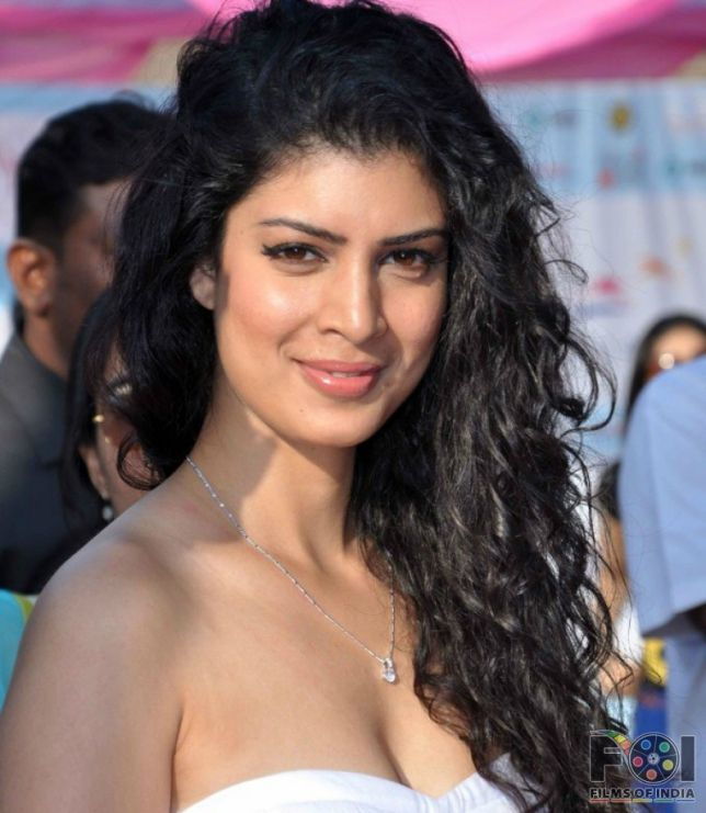 The Second Best Exotic Marigold Hotel star Tina Desai meets the British Royal family - Films of India