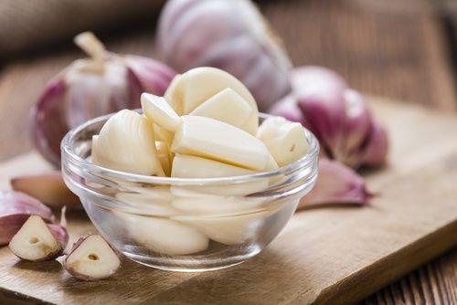 Los grandes beneficios de comer ajo en ayunas