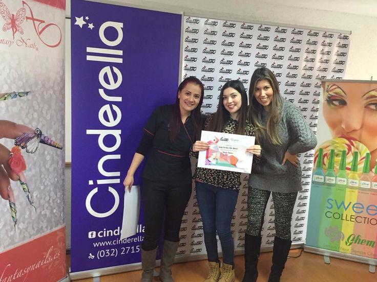 Felicidad absoluta de nuestras alumnas por haber completado el curso de diseño a mano alzada en #ViñadelMar.