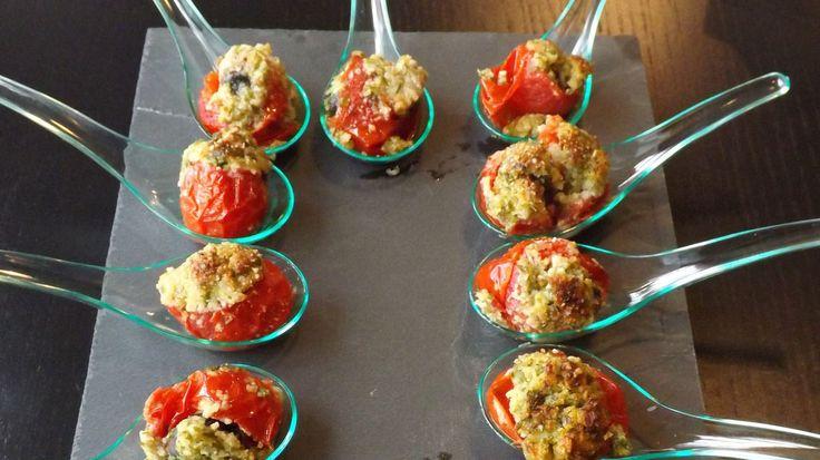 Escargot dans sa tomate cerise joliment gratinée : ça change des canapés ! @sabarotwassner