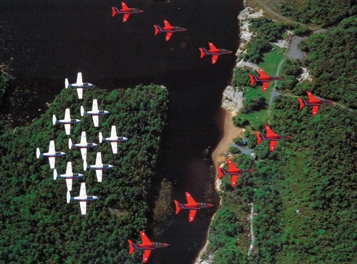 In autumn 2002 the Red Arrows made a formation fly-past over Niagara Falls with the Canadian Snowbirds team.
