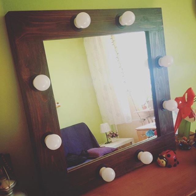 Birthday gift from ZAP project to one of our friends :) Beautiful makeup mirror in pine wood frame :) Palisander and walnut wood stain in use ;) 8x 3W LED light bulbs. http://zapproject.pl/