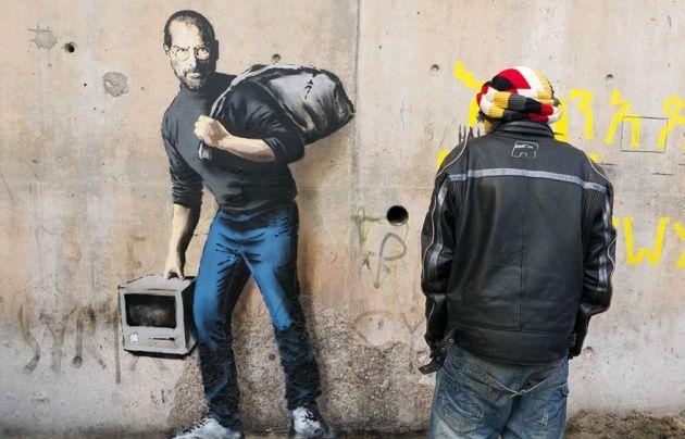 El artista ha hecho público su último trabajo, una pintura en un campo de refugiados en Calais.  El padre del fundador de Apple fue un inmigrante sirio.