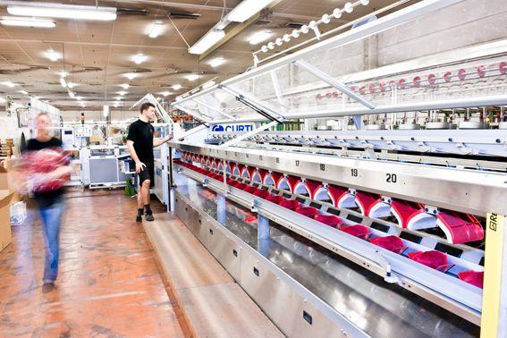 Nøstemaskin med automatisk pakking #fabrikk #sandnesgarn