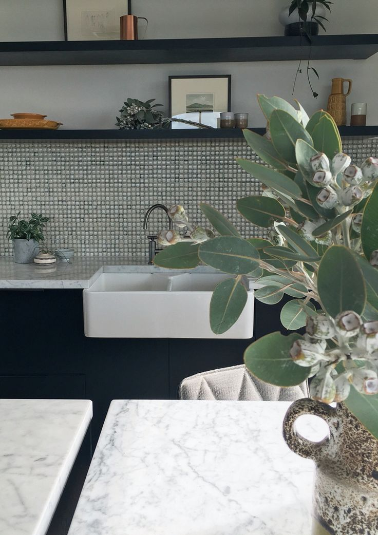Black and marble kitchen with mosaic splashback by Lazcon