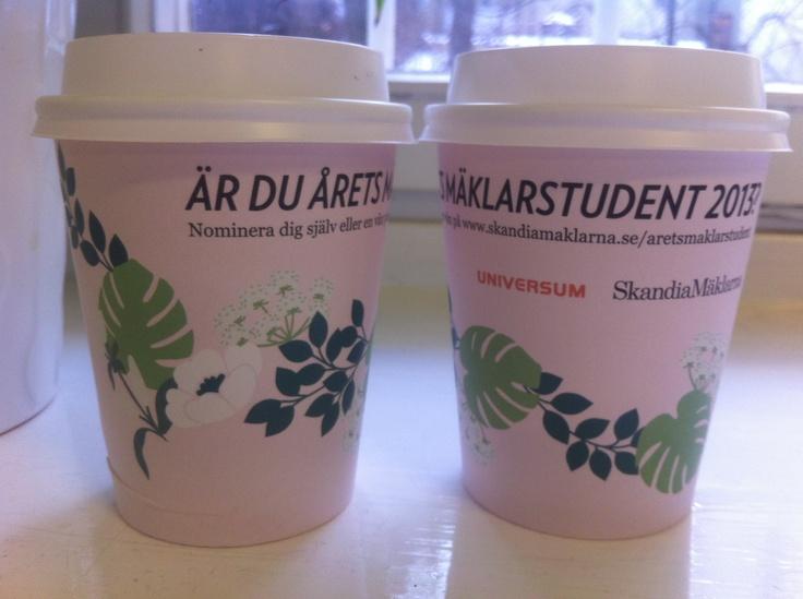 Skandiamäklarna i fönstret på Gävle högskola. @SkandiaMäklarna #coffeecom