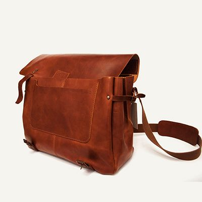 AIRE MESSENGER - size 2 - Brown Arizona // 100% Portuguese vegetable tanned leather.