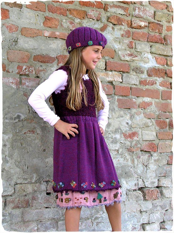 Vestito Bimba in lana d'alpaca #Vestito scamiciato con gonna con doppio strato. #Fiori e paesaggio ricamati.  #modaetnica #ethnicalfashion #alpacaswhool #lanadialpaca #peruvianfashion #peru #lamamita #moda #fashion #italianfashion #style #italianstyle #modaitaliana #lamamitafashion #moda2016 #fashion2016 #winter #winterfashion #dress #wintersales #sales #childrenfashion #modabimbi