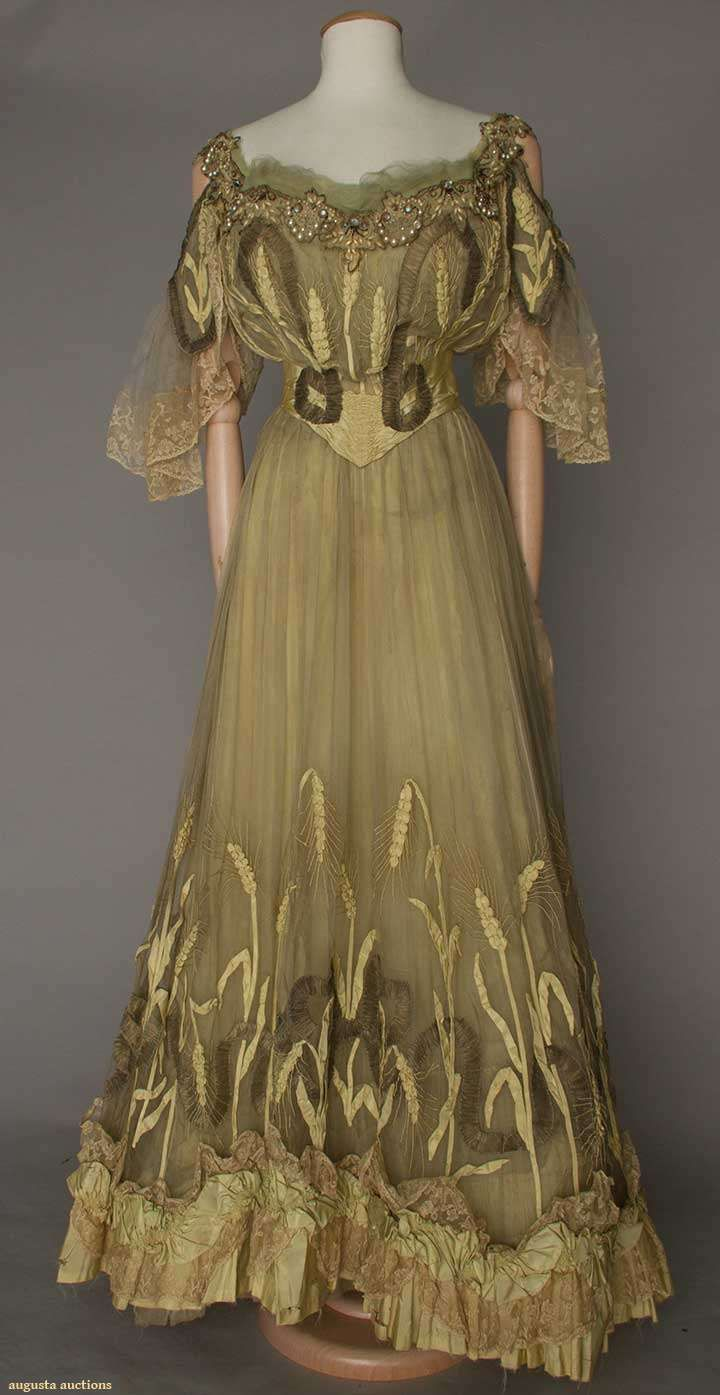 ca 1900 pale celery colored silk and organdy evening gown with beads, pearls and saphirette stones embellishing the neckline. jαɢlαdy