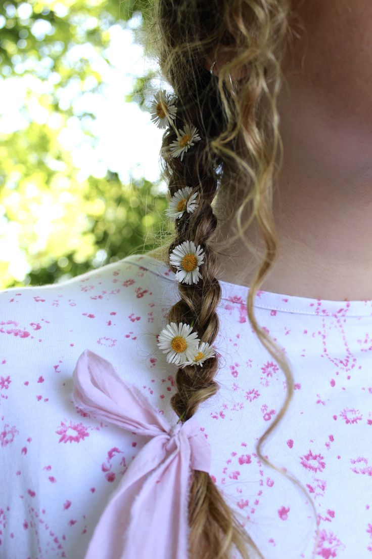 Flowers and ribbons in hair in 2020 Hair ribbon