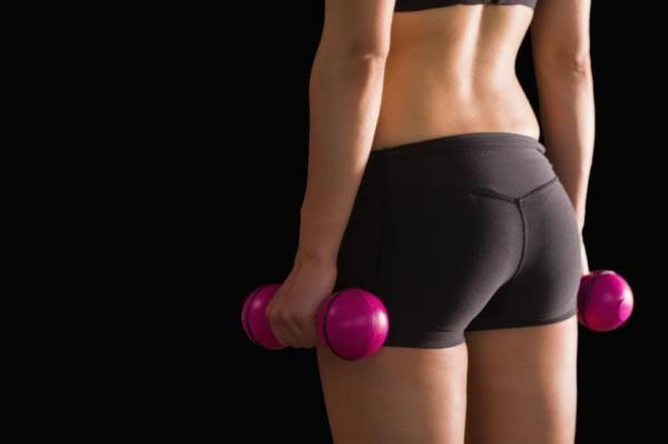 Comment faire des squats pour muscler ses fessiers. Découvrez ici comment faire des squats pour muscler ses fessiers. Vous pouvez renforcer de nombreuses parties du corps en allant à la salle de sport. Lorsqu'on pense salle de sport, on pense généralem...