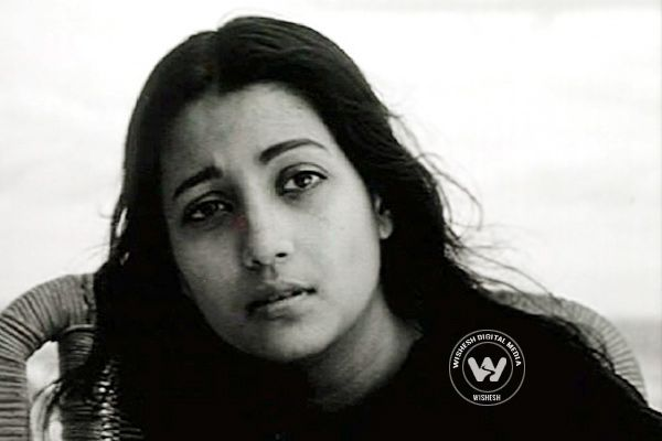 She passed away at the age of 82. She is survived by daughter Moon Moon Sen and grandchildren Raima and Riya Sen.