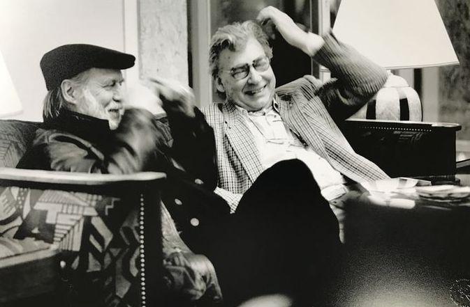 Nico Koster (1940-) - CoBrA kunst Corneille en Karel Appel  Unieke Foto van Nico KosterDe 2 CoBrA kunstenaars zien elkaar weer voor het eerst na....Met de originele druk stempel.Gesigneerd.Afmetingen: ca 45 x 30 cm  EUR 27.00  Meer informatie