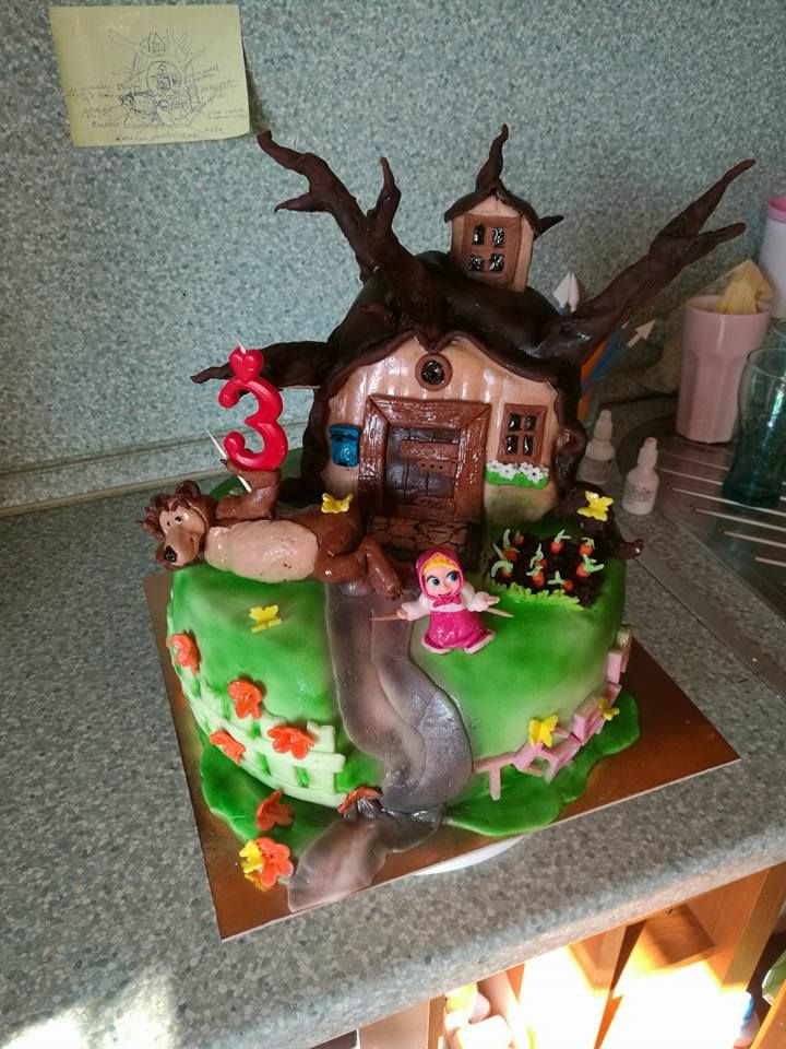 Máša a medvěd_cake