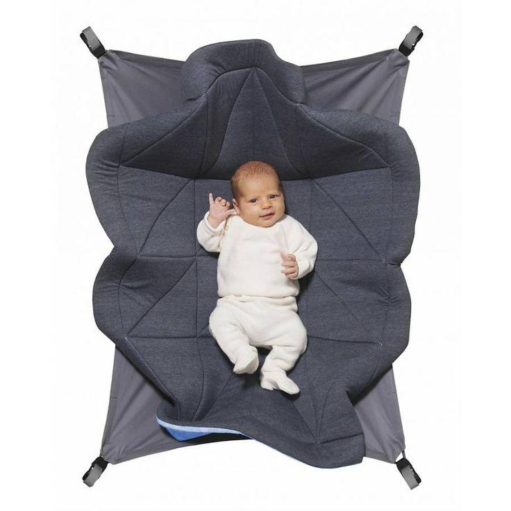 """Hangloose Baby Boxkleed / Dark heather -> Gemêleerd antraciet bovenkleed met frisse lichtblauwe, geïllustreerde onderkant. Hangloose Baby is een multifunctioneel en duurzaam boxkleed dat door een innovatieve oplossing ook zwevend gebruikt kan worden. Een boxkleed en hangmat in één. Ontwikkeld door vijf Haagse vaders. Genomineerd voor de """"Baby innovation award 2016"""" www.hangloosebaby... #boxkleed #babybox #speelkleed #babyshower #babykamer #zwanger #interieur #design #award #hangmat #hammock"""