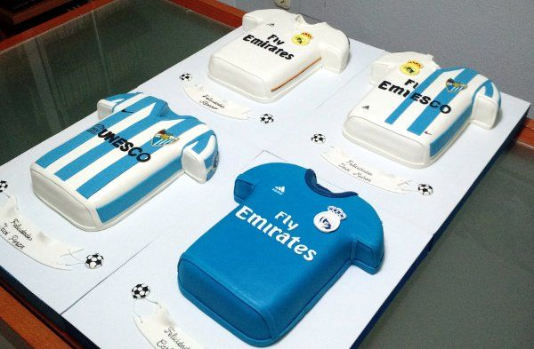 Tartas camisetas de fútbol   De Perla's   Tartas fondant personalizadas en Málaga Pinterest   https://pinterest.com/ensupunto