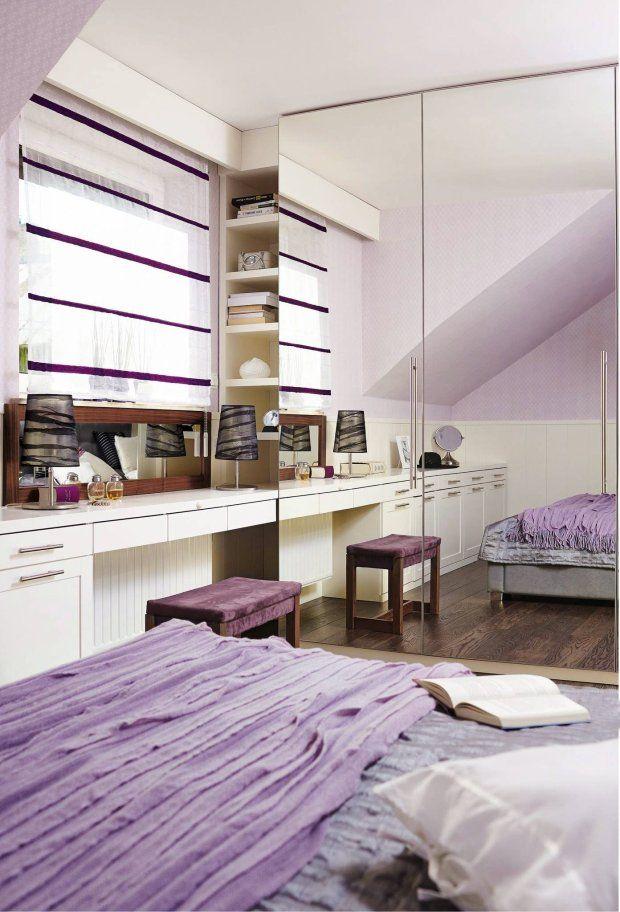 Przestrzeń Sypialni Została Pomysłowo Wykorzystana   Zmieściło Się Tu Wiele  Schowków. Ścianę Naprzeciwko łóżka Zabudowano