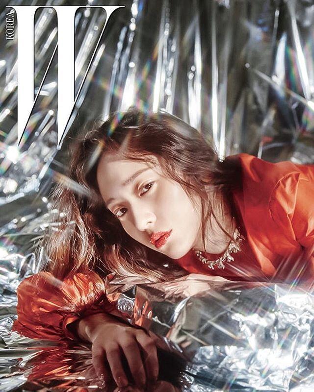 ㅡ [OFFICIAL] #Krystal - W Korea Website Update    [LOVE ... F(x) Krystal And Jessica