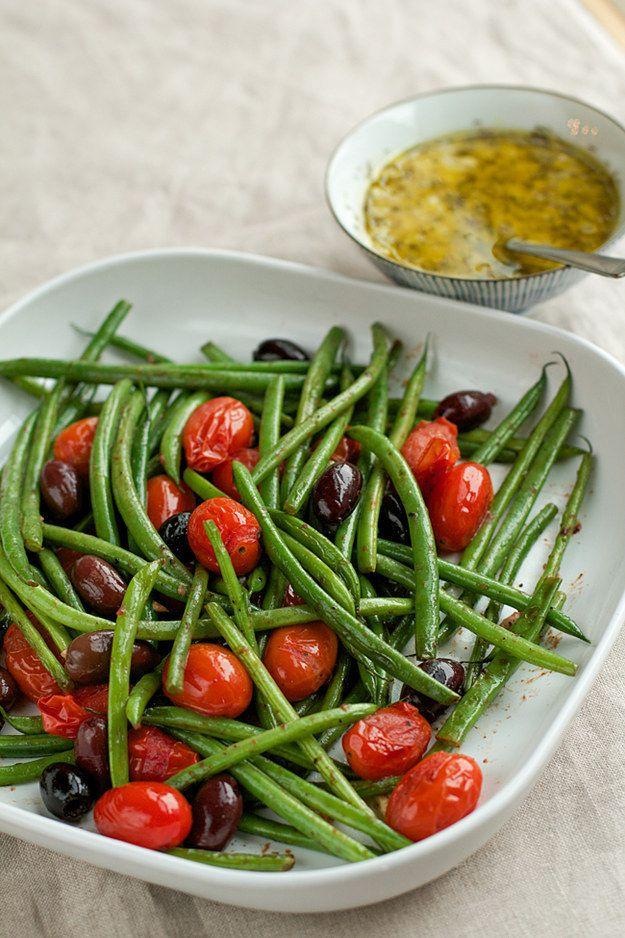 Ensalada de habichuelas verdes con vinagreta de anchoas como aderezo. | 23 Ensaladas sin lechuga que sí querrás comer