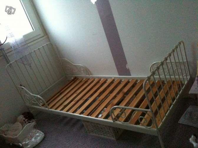 1000 id es sur le th me lits en fer blanc sur pinterest cadres de lit en fe - Lit en fer forge blanc ...