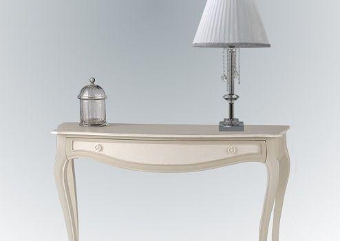 Barcellona LT Lampada da tavolo in cristallo pieno con paralume nastrato in seta  SCHEDA TECNICA Dimensioni: Diametro 45 cm - Altezza 80 cm  Portalampade: 01 x E27 max 60W