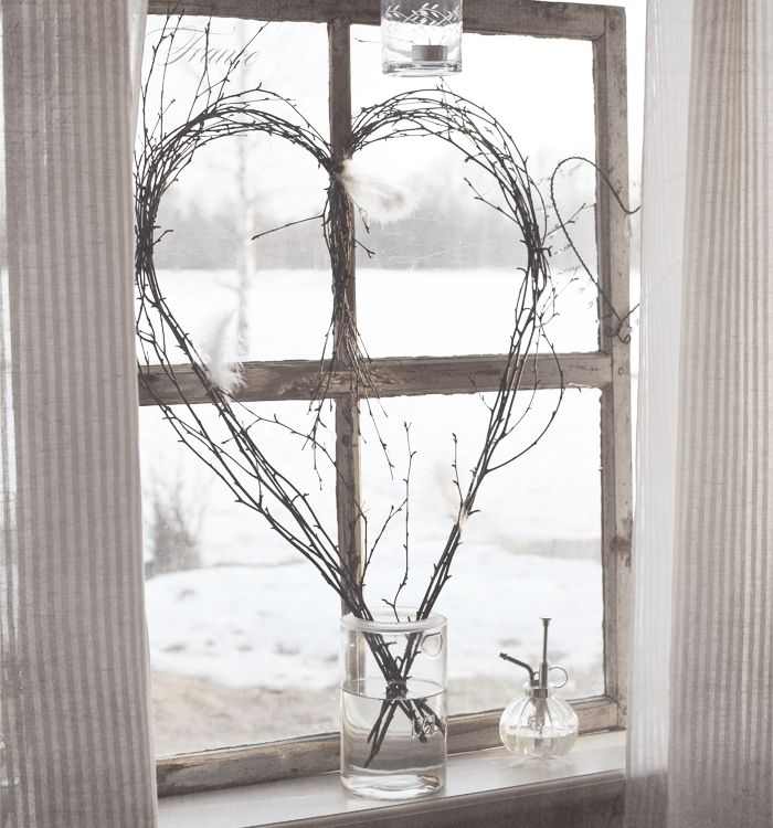 Never thought about displaying a wreath on a windowsill...interesting and delightful!