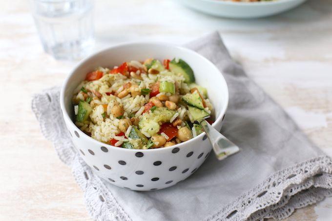 Maaltijdsalade met rijst en kikkererwten