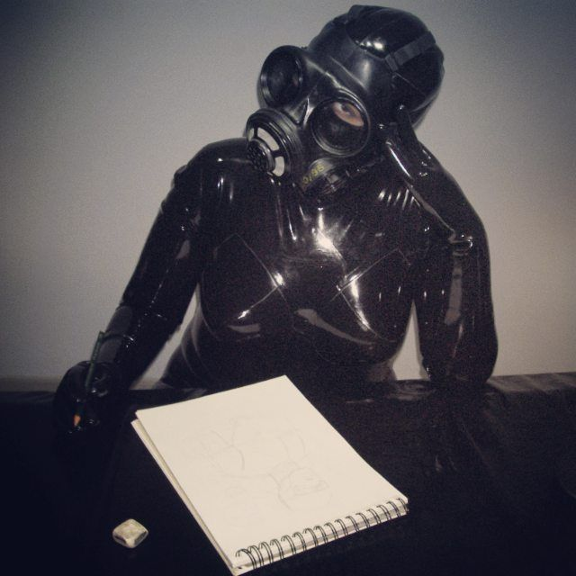 Some days are not the best but you have to keep on working and the muse comes.  #tm #pn #tw #fb #rubbergirl #rubberenclosure #rubber #rubberfetish #gasmask #gasmaskgirl #gasmaskfetish #latex #latexgirl #latexfetish #artist #drawing Follow me on Instagram: @elenadarkberry