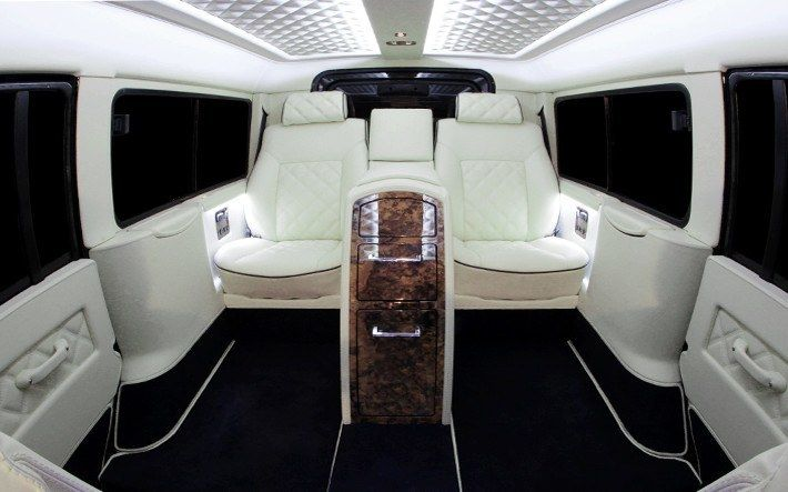 Land Rover Defender interior 02