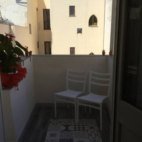 Verde Mare Trapani Verde Mare is located in Trapani Old Town, 150 metres from Trapani Port.  Rooms are fitted with a TV. Each room has a private bathroom.  There is a shared kitchen at the property.  Trapani Airport is 17 km away.