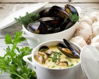 Moules régime en sauce au safran : http://www.fourchette-et-bikini.fr/recettes/recettes-minceur/moules-regime-en-sauce-au-safran.html