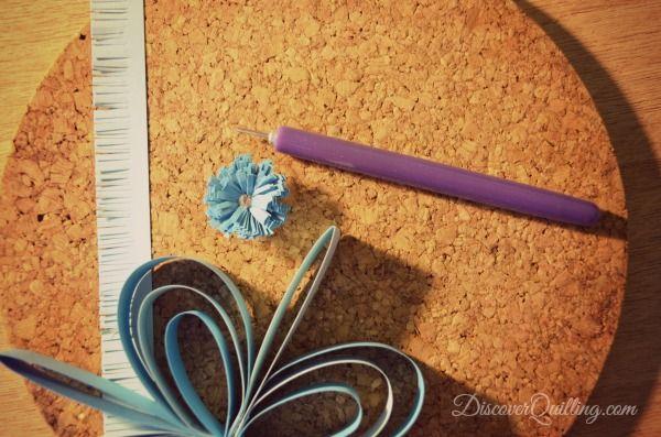 paper quilling flower, paper decoration, blue quilling, slotted quilling tool, quilling pattern, quilling design, quilling DIY, paper DIY, curling paper, paper quilling, fringed flower, paper quilling decoration