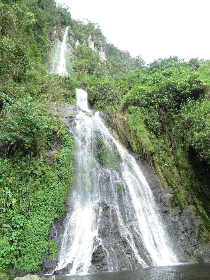 Espectacular cascada de 180 metros de altura en Termales Santa Rosa de Cabal