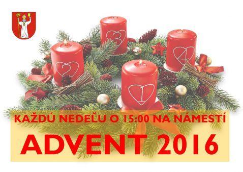 2. adventná nedeľa na námestí v Tekovských Lužanoch. Božie slovo slúži Pál Kiss, duchovný pastier reformovanej kresťanskej cirkvi.