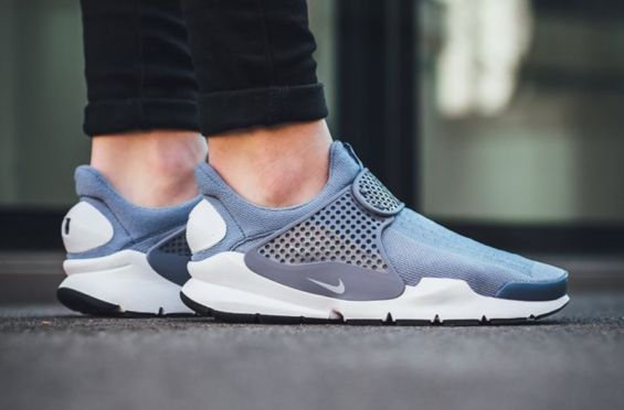 http://SneakersCartel.com Another Classic Combination On The Latest Nike Sock Dart #sneakers #shoes #kicks #jordan #lebron #nba #nike #adidas #reebok #airjordan #sneakerhead #fashion #sneakerscartel