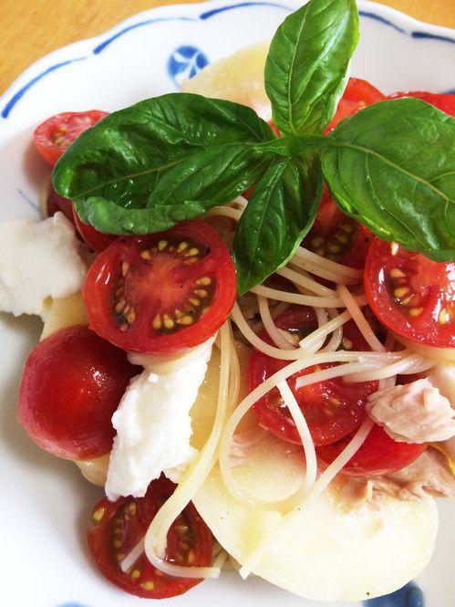 夏になると食べたくなる、ひんやり冷たくてさっぱりしている冷製パスタのレシピをご紹介いたします。一人で簡単に食事を済ませたい時などに便利な簡単レシピを活用してみてくださいね。