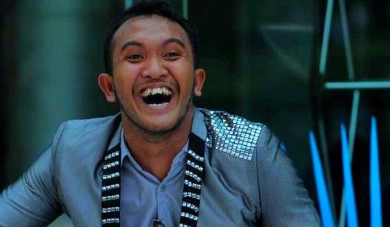 Cesar YKS : Tiru Norman Kamaru, Caisar Banting Stir Jualan Tahu | SisiDunia.Com  sumber : http://www.sisidunia.com/hiburan