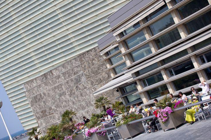 Restaurante Ni Neu: una terraza con vista al Cantábrico