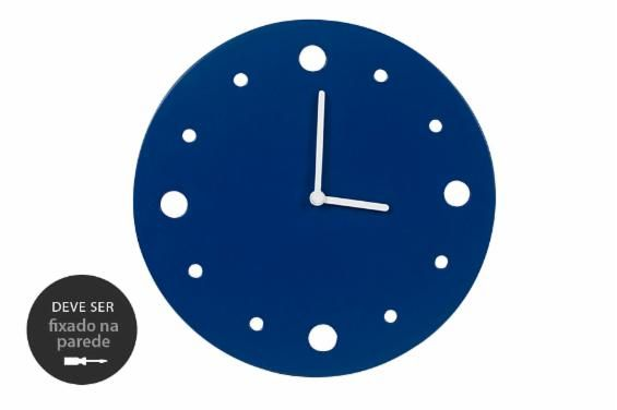 O Relógio de Parede Primal é uma ótima opção para quem busca um relógio de parede decorativo. Reaproveitando os restos de madeira de um dos nossos fornecedores para sua confecção, esse relógio decorativo pode ser utilizado em diferentes ambientes, funcionando muito bem como relógio para sala, quarto, cozinha e até escritório.